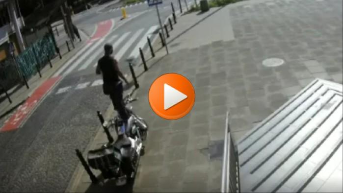 zul skacze po motocyklu