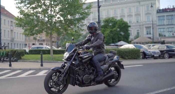 Yamaha V Max 1700 Barry miasto
