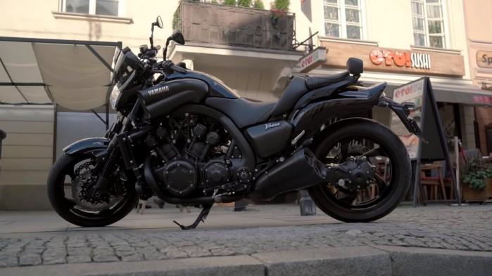 Yamaha V Max 1700 profil