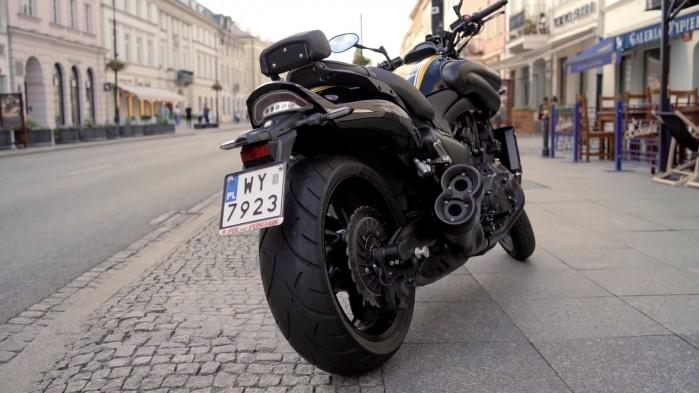 Yamaha V Max 1700 tyl