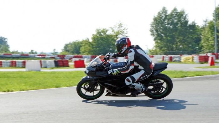 motocyklem na tor barry