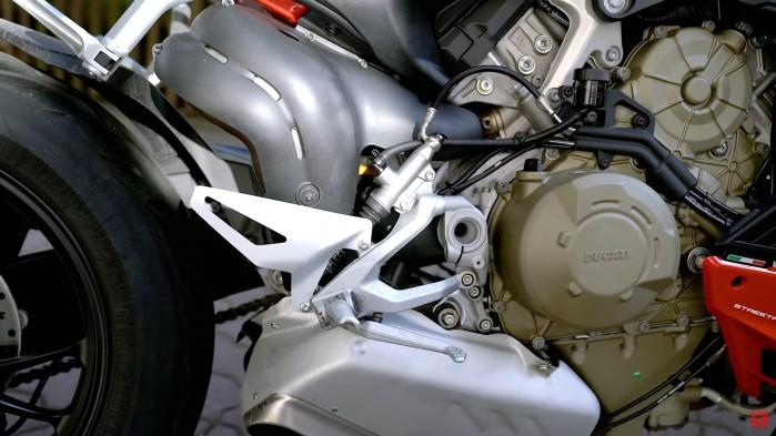 Ducati Streetfighter V4S hamulec podnozek silnik