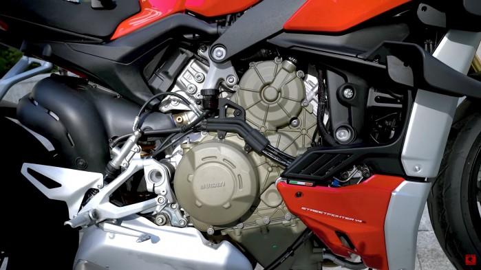 Ducati Streetfighter V4S silnik