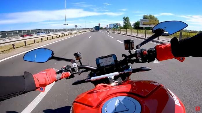 Ducati Streetfighter V4S widok kierowcy