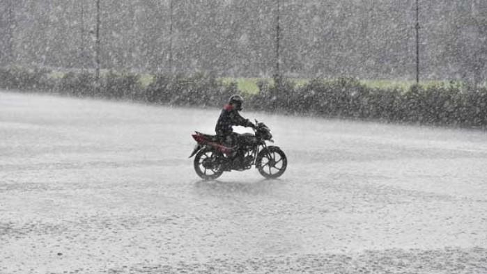 jak jezdzic motocyklem burza deszcz grad