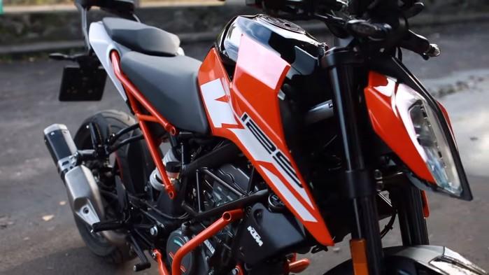KTM Duke 125 lampa