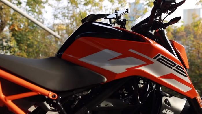 KTM Duke 125 z bliska