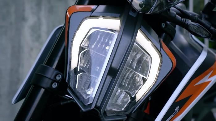 KTM 890 Duke R lampa
