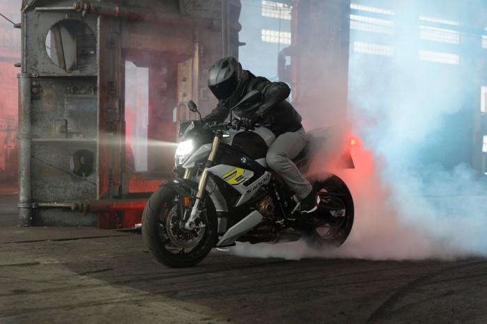 2021 BMW S1000R 01