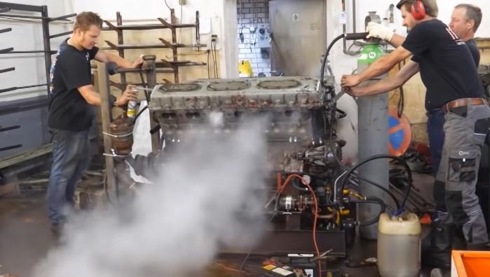 silnik v12 38.8 litra z czolgu uruchamiany po raz pierwszy