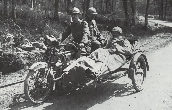 Motocykl armii francuskiej prawdopodobnie marki Peugeot