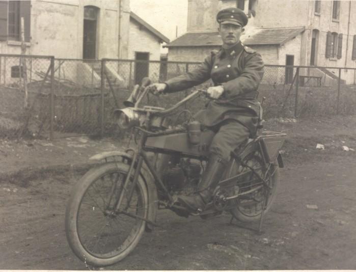 o nierz niemiecki na motocyklu Wanderer