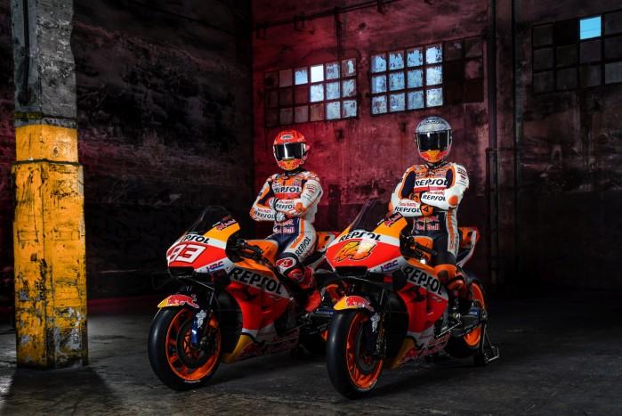 Marc Marquez Pol Espargaro na motocyklach MotoGP 2021