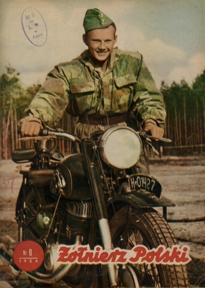 Okladka magazynu zolnierz Polski z 1954 roku ze zdjeciem motocykla Iz 49