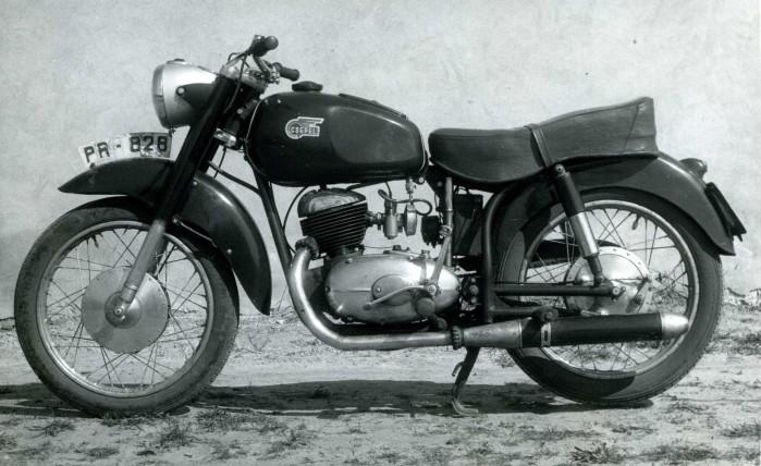 Motocykl Csepel Pannonia 250 de luxe z 1956 roku