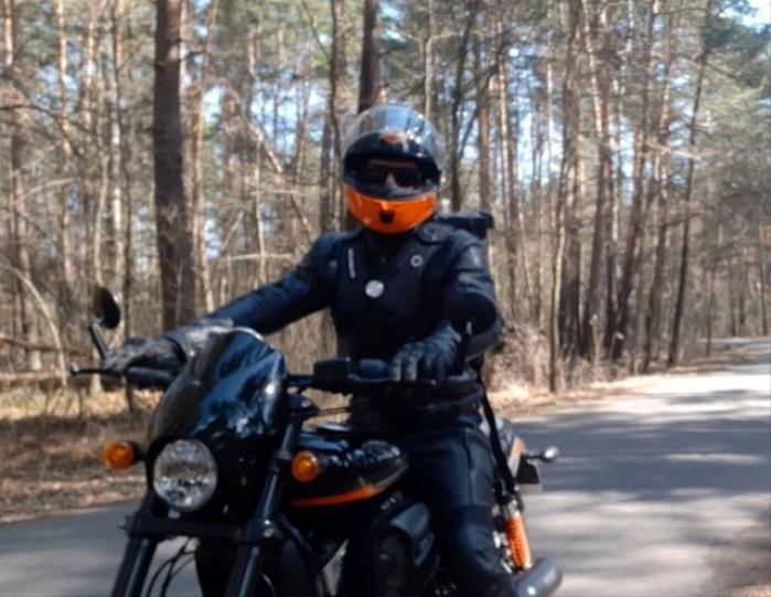 01 Velomacchi Speedway Backpack na motocykliscie