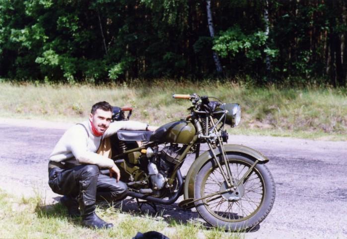 Tomasz Szczerbicki przy swoim Sokole 600. Rok 1992.