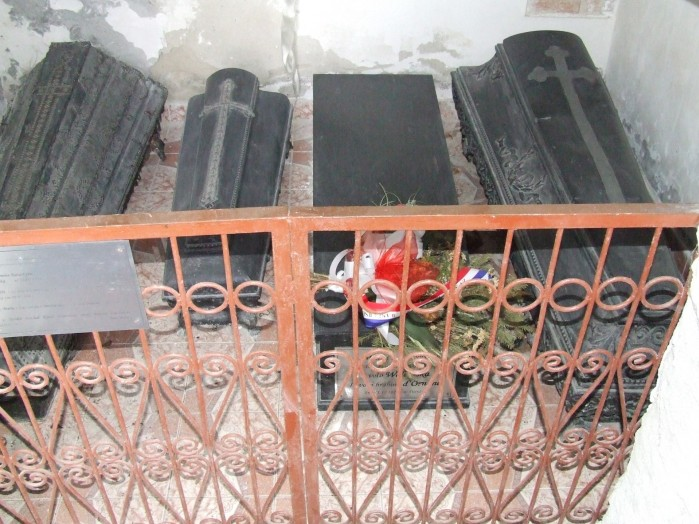 10 W bocznej krypcie kosciola w Kiernozi spoczywa trumna Pani Walewskiej
