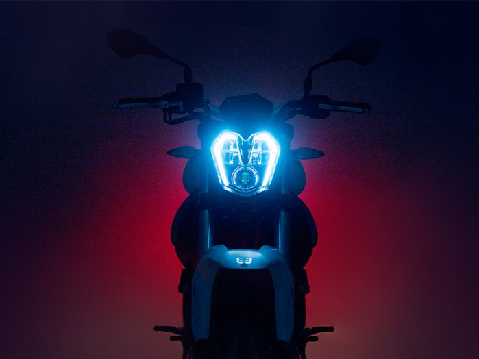 benelli bn 302 s przedni reflektor