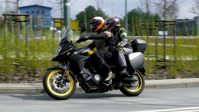 09 Suzuki DL 650 XT asfalt