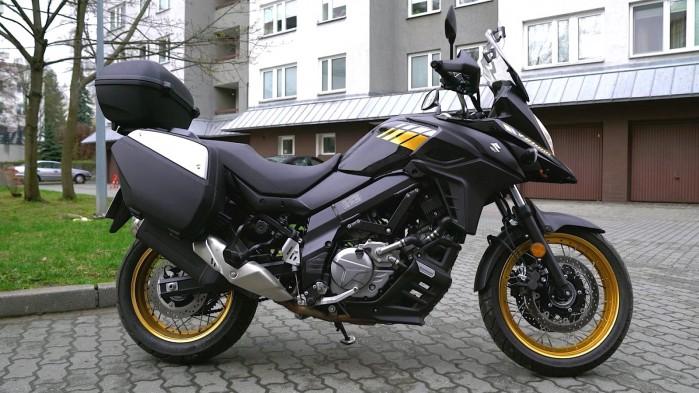 11 Suzuki DL 650 XT statyka