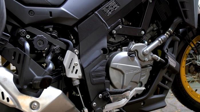 24 Suzuki DL 650 XT motor