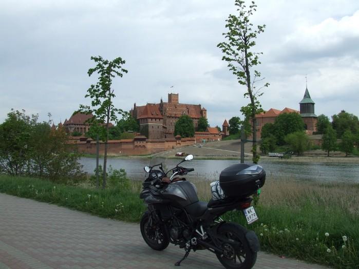 03 Widok znad Nogatu na zamek w Malborku