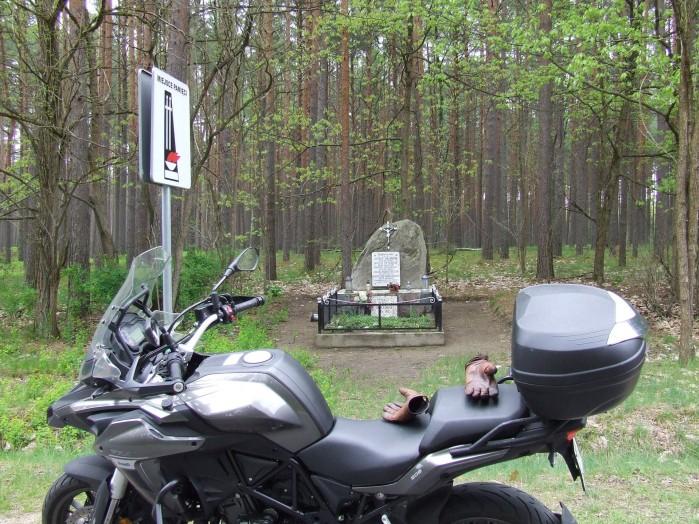 08 Kasparus Tu Niemcy zamordowali miejscowa ludnosc