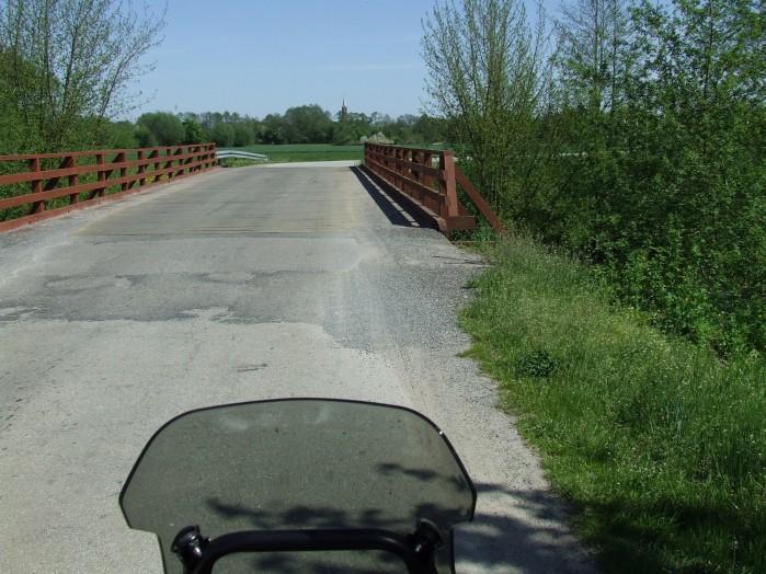 18 Za mostem widac wieze kosciola w Sochocinie