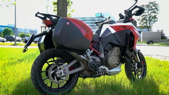 04 Ducati Multistrada V4S bokiem