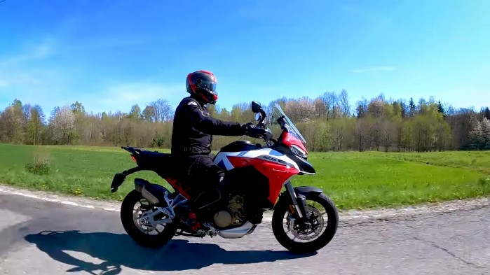 05 Ducati Multistrada V4S jazda