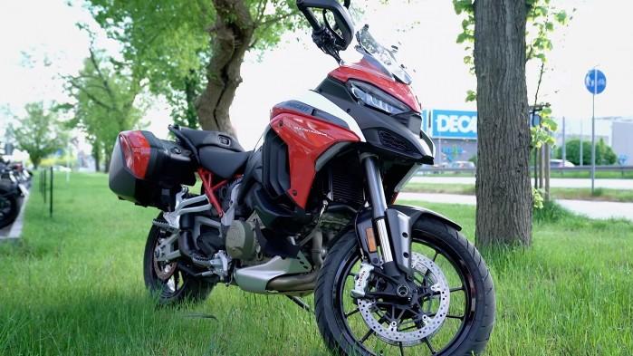 08 Ducati Multistrada V4S przodem