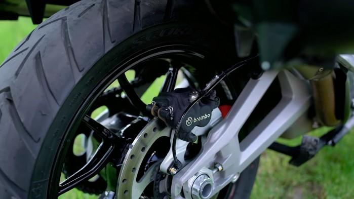 14 Ducati Multistrada V4S hamulce