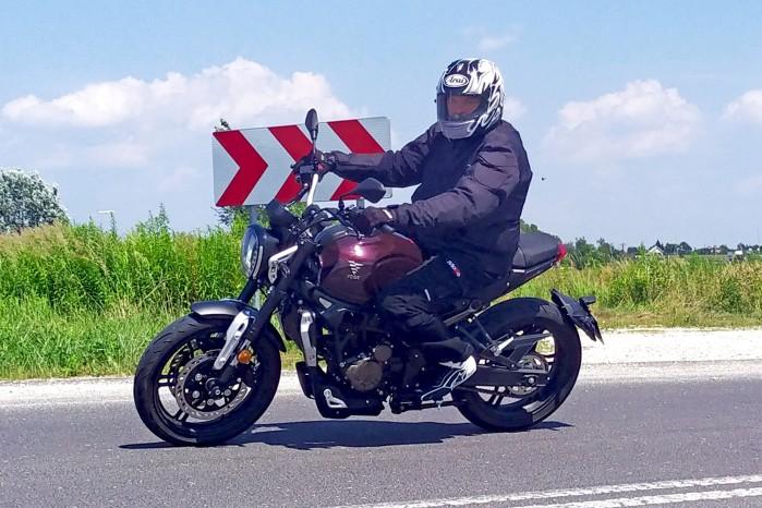 03 VOGE 300AC test motocyla