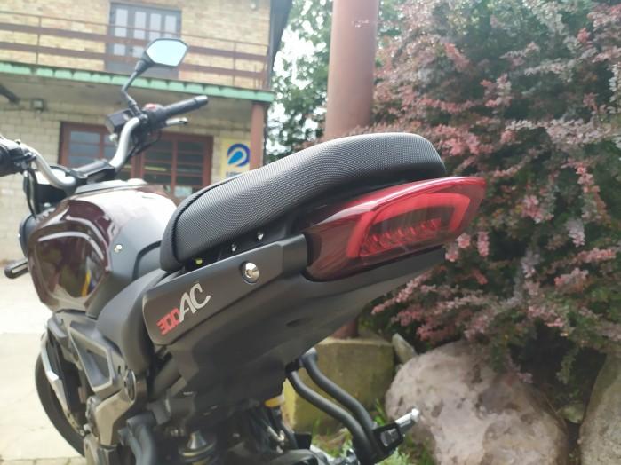 34 VOGE 300AC lampa tyl