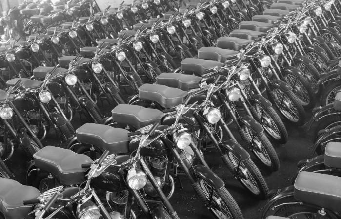 Motocykle WFM 125 M06. Fotografia ze zbior lw Narodowego Archiwum Cyfrowego.