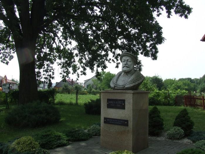 05 W Rejowcu oczywiscie jest pomnik zalozyciela tej miejscowosci czyli Mikolaja Reja