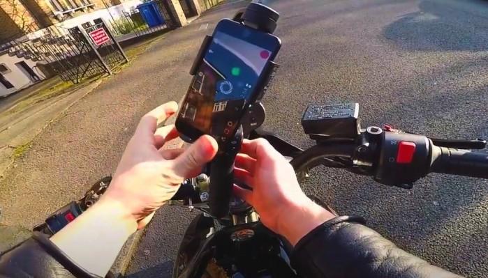 iphone na motocyklu 1