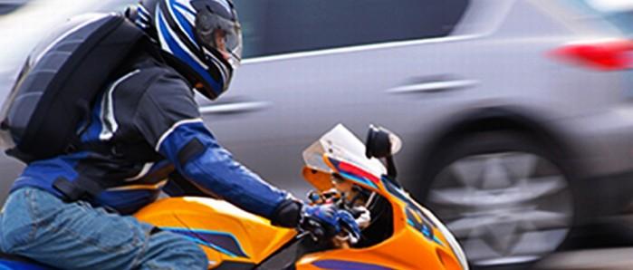 motocyklista na drodze 1