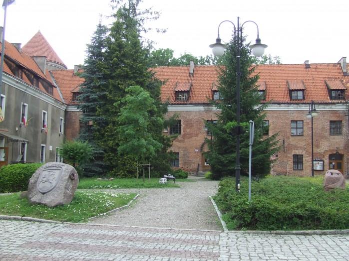 01 Wspolczesnie zamek w Pasleku malo przypomina klasyczna zamkowa bryle