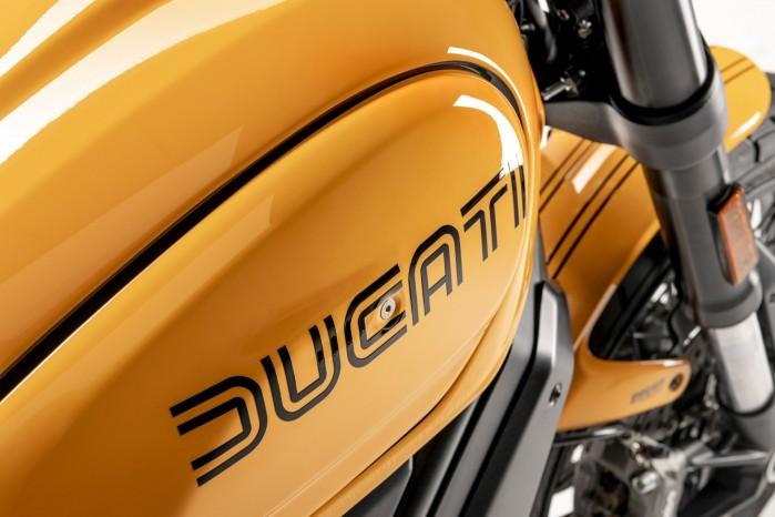 Ducati Scrambler 1100 Tribute Pro logo zbiornik