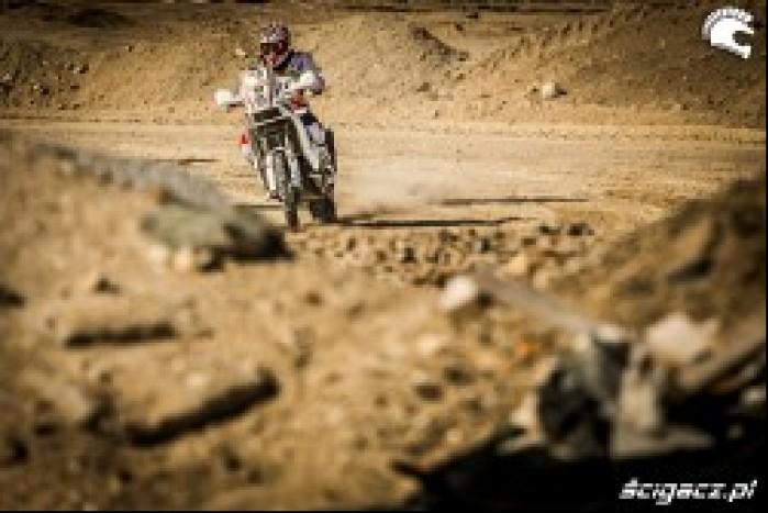 Norbert Madetko na trasie Abu Dhabi Desert Challenge 2014