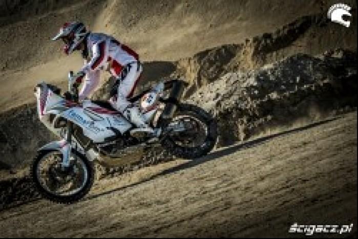 Pawel Stasiaczek na trasie Abu Dhabi Desert Challenge 2014