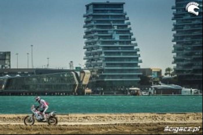 rajd na tle Abu Dhabi