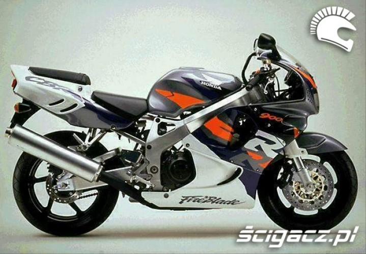 czarna CBR 900RR