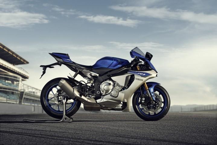 2015 Yamaha YZF R1 pit