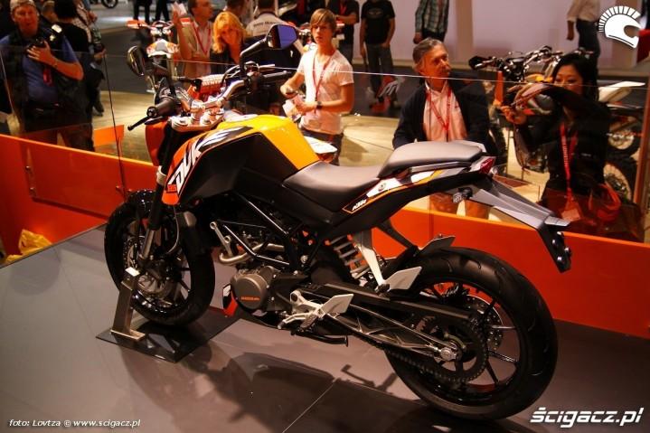 KTM Duke 125 2011 z lewej strony