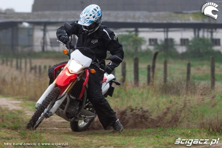 ostry zakret Honda CRF 250L