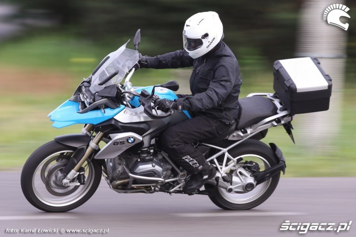 szybki zakret BMW R1200GS