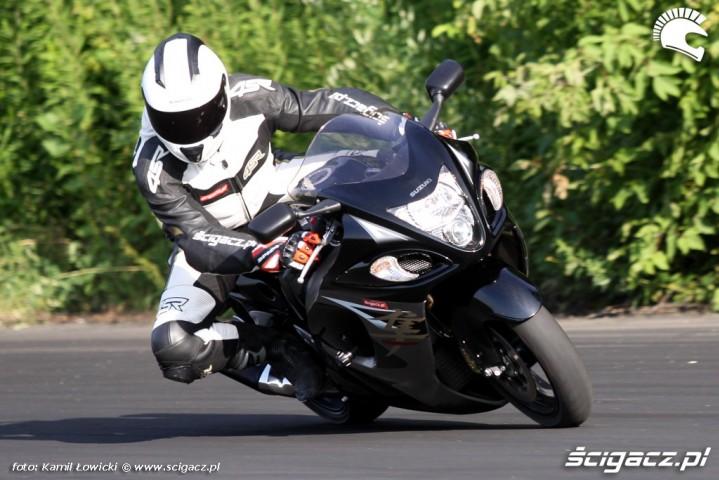 prawy zakret pochylenie Suzuki Hayabausa